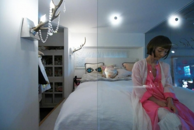 ガラス張りのベッドルーム (「あなたらしく。ファッションのように」F邸)