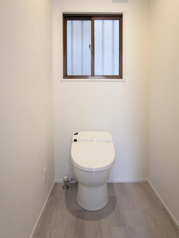 横浜市保土ヶ谷区A様の家 (シンプルな白いトイレ)