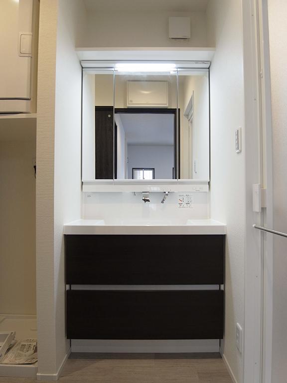 横浜市保土ヶ谷区A様の家の部屋 モノクロの洗面エリア