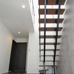 横浜市保土ヶ谷区A様の家 (光を取り込むスケルトン階段)