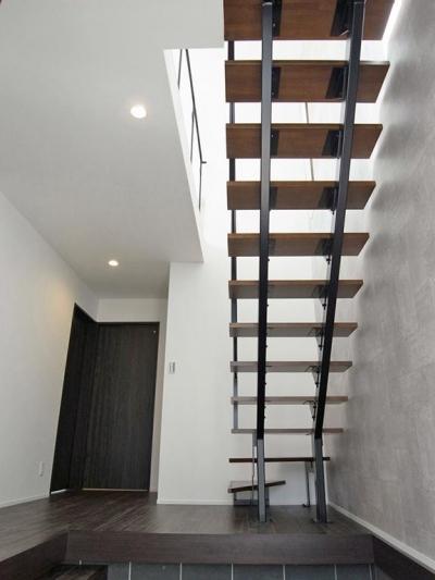 光を取り込むスケルトン階段 (横浜市保土ヶ谷区A様の家)
