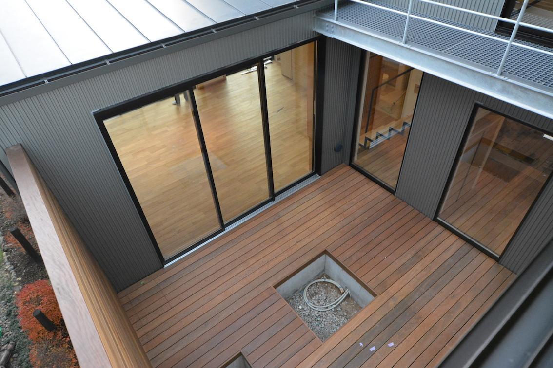 北鴻巣の家の部屋 中庭を見下ろす