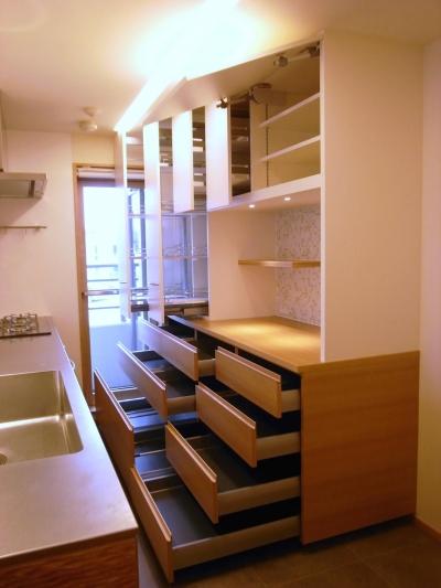 収納豊富なオーダーメイドキッチン (千葉県船橋市Oさんの家)