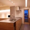 全方位から使えるフラットなキッチン