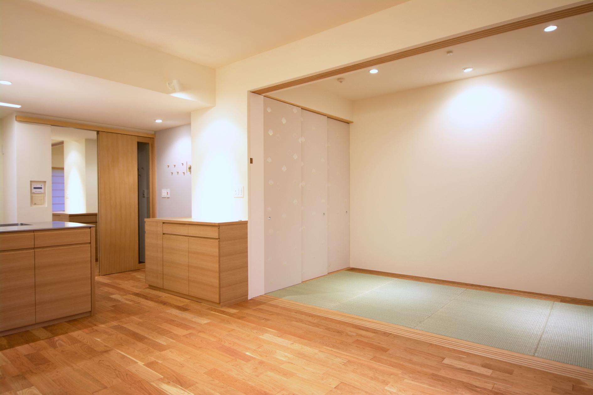 Oさんの大好きなものが集まる大切な場所の部屋 ダイニングに繋がる和室