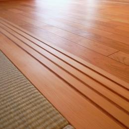 千葉県船橋市Oさんの家 (ツガの敷居と木製のVレール)