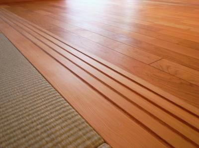 ツガの敷居と木製のVレール (千葉県船橋市Oさんの家)