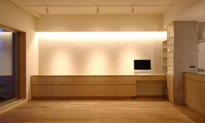 千葉県船橋市Oさんの家 (光が上から流れ落ちる間接照明)