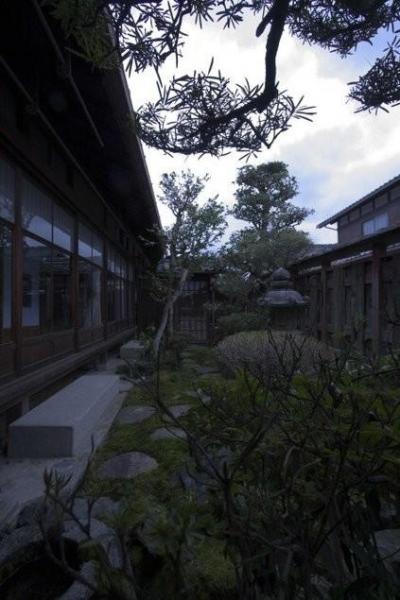 石畳のある庭 (古民家再生|久田邸)