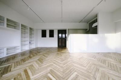 壁収納のある広々としたリビング (中古マンションリノベーション|Y様邸)