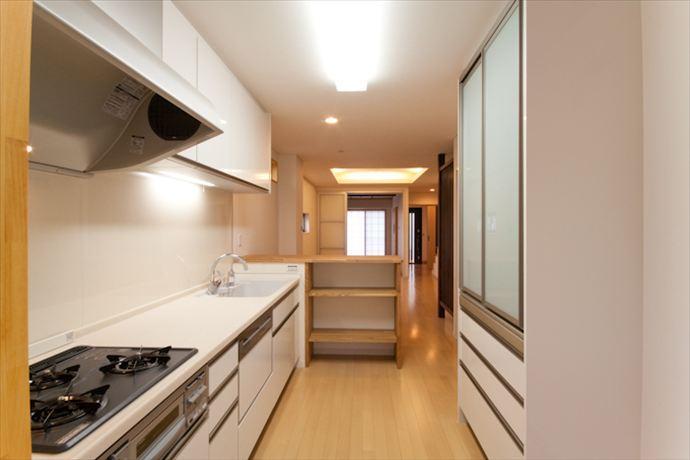 Re design Iの部屋 収納たっぷりのキッチン