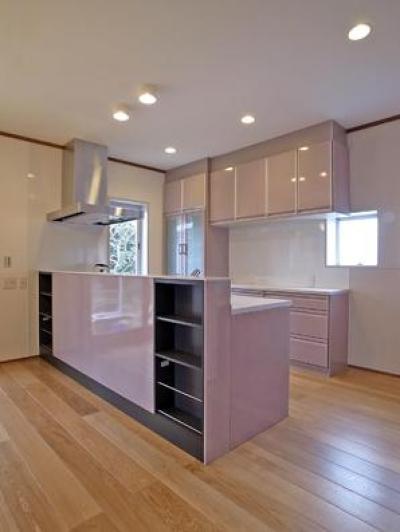 開放的なフラットフロアになったキッチン・DK・和室 (キッチン)