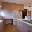キューブワン・ハウジングの住宅事例「開放的なフラットフロアになったキッチン・DK・和室」