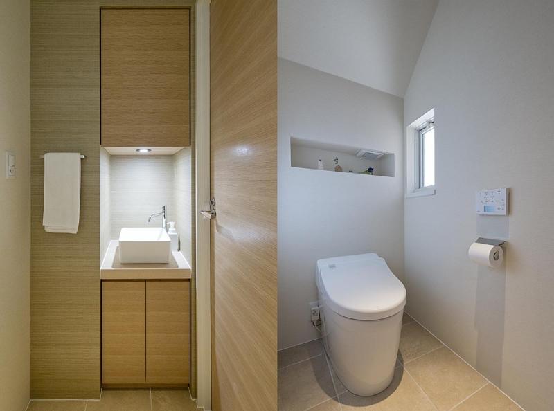 wanも楽しいリフォーム2の部屋 手洗いスペース/白いトイレ