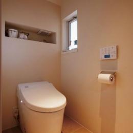 シンプルな白いトイレ