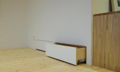 空きスペースを利用した収納エリア|素足がきもちいい家
