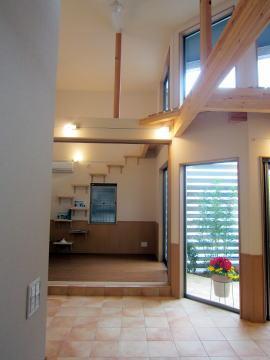 プライバシーテラスの「ネコと一緒に住む家」 (高窓のあるとても居心地の良いキャッツウォーク)