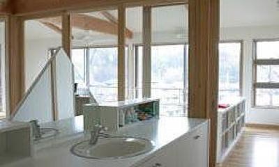 室内温室が楽しい!!土間テラスのある家 (吹き抜けに面した2階洗面カウンター)