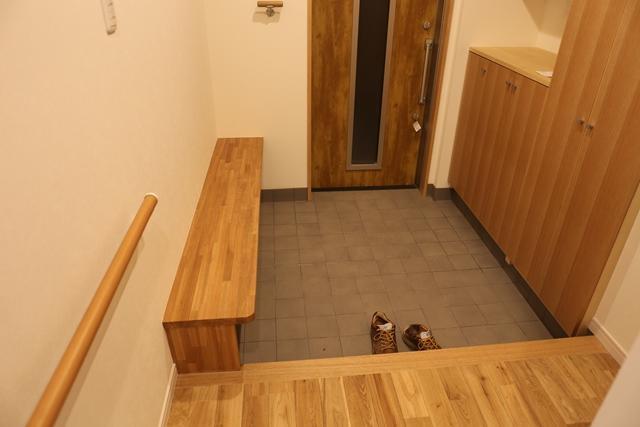 横浜市 リノベーション12の部屋 手すりのある玄関