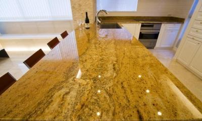 キッチン|天然石をふんだんに使い細部までこだわり抜いた上質空間