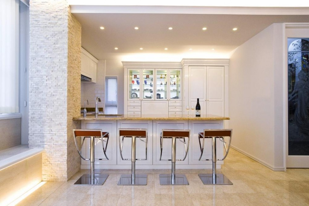 天然石をふんだんに使い細部までこだわり抜いた上質空間 (キッチン)
