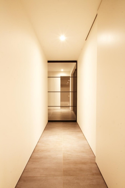 中庭の住宅 (廊下)