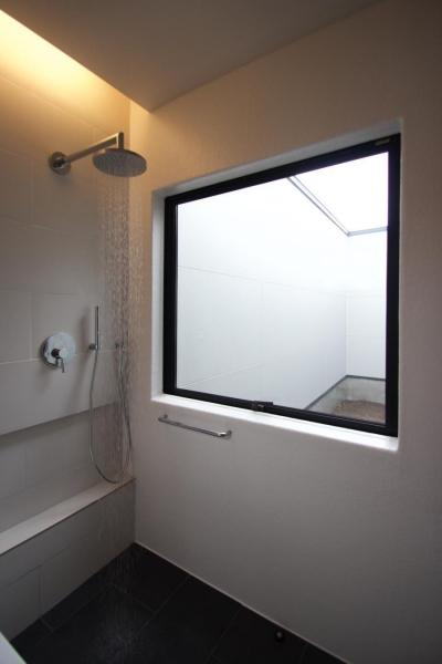 中庭の住宅 (浴室)