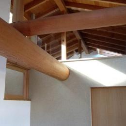 浦和岸町の家 (2階階段踊り場から 建物全他の船底天井を見上げる)