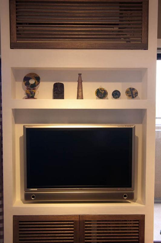 マンションリフォーム 千葉(千葉 習志野)の部屋 壁面にすっきりと収まったTV/エアコン