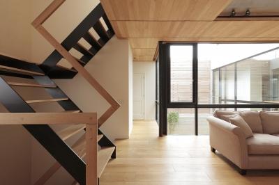 階段 (中庭のある家)