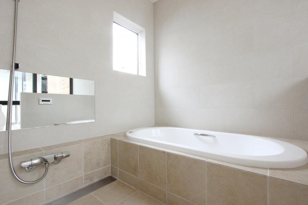 中庭のある家 (浴室)