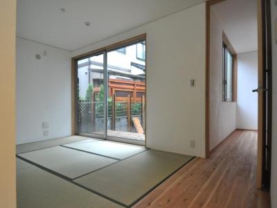 庭に面する和室 (庭を囲む2世帯住居)