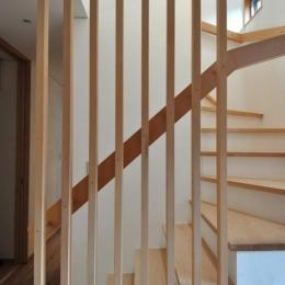 庭を囲む2世帯住居 (階段室手摺り)