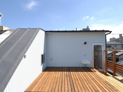 家事室を持つ家 (屋根上テラス)