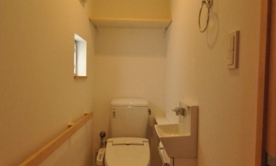 バリアフリー3世帯住居 (トイレ)
