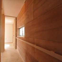 バリアフリー3世帯住居 (ラワン貼り廊下)