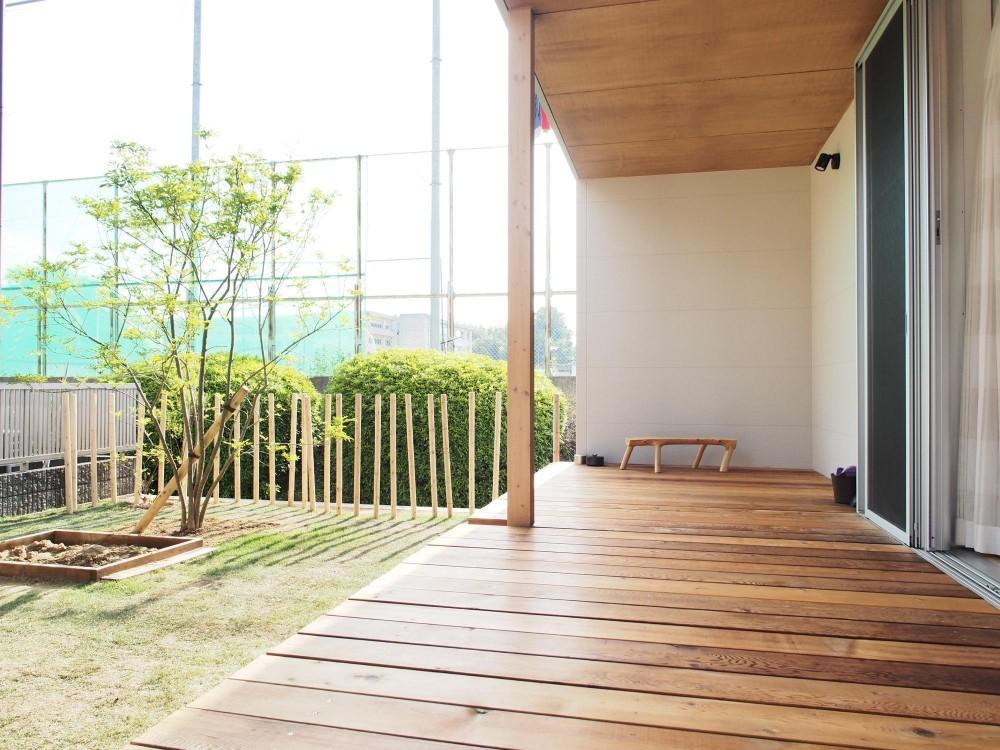 橿原の住宅 (庭・縁側デッキ)