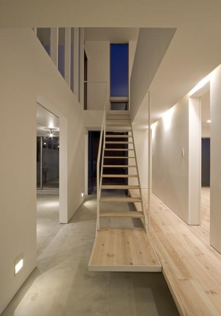 真岡の家の部屋 大きな土間とオープン型階段