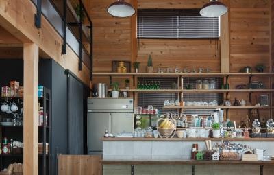 資材置き場をリノベーションしたケーキ屋さん (Hapshuu Cake & Cafe 材木倉庫を転用したケーキ屋さん【奈良県五條市】)