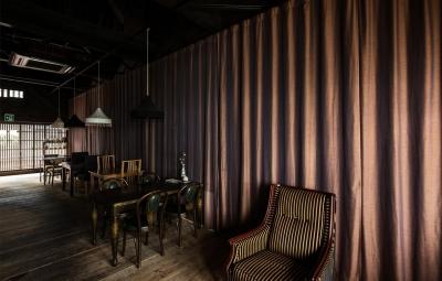 ならまちの町屋をコンバージョンしたブックカフェ。 (Cafe Franz Kafka)