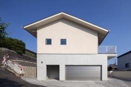 春日の家 (1階がコンクリート造、2階が木造の住宅)