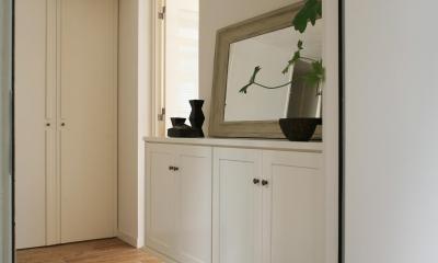 O邸 (白と木のナチュラルな玄関)