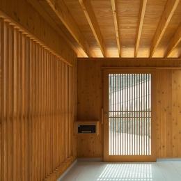 龍田町の家 (光が差し込む玄関)