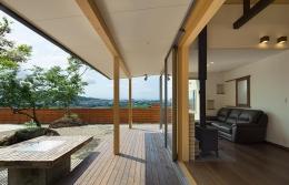 龍田町の家 (テラスと一体感のある暖炉のあるリビング)