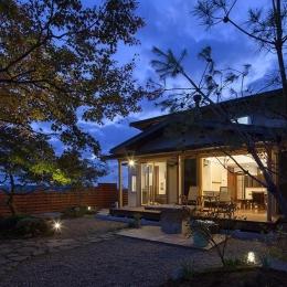 龍田町の家 (ライトアップした庭)