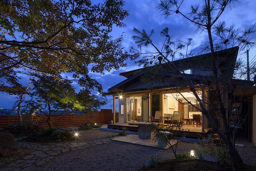 龍田町の家の写真 ライトアップした庭