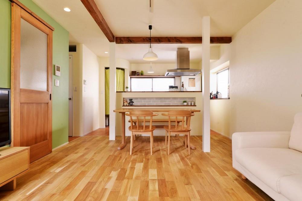 2階LDK(ダイニングキッチン) (a邸・リビングをベストポジションにして、すがすがしく、片付けやすく・・・。)