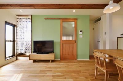 2階LDK(リビング) (a邸・リビングをベストポジションにして、すがすがしく、片付けやすく・・・。)