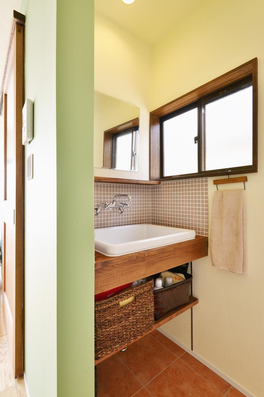 a邸・リビングをベストポジションにして、すがすがしく、片付けやすく・・・。の写真 2階 洗面スペース