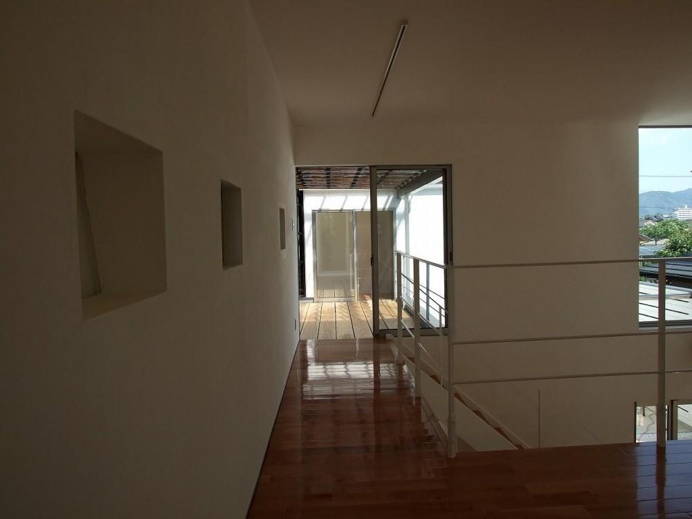 八代の住処(サブ名:H-court) (2階廊下+ルーフテラス+寝室)